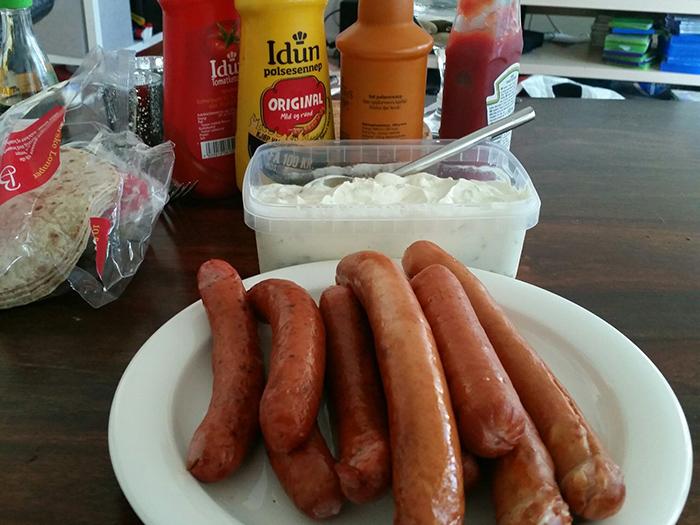 Я думал, что белое - это сметанный соус, а оказывается салат-пюре =)