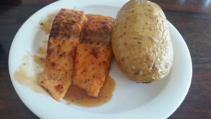 лососевая рыба + картошка с начинкой